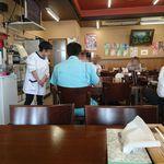みよし食堂 - お昼時の店内