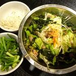 炭火焼肉香味苑 - 味付ねぎ(白) ・味付ねぎ(青)・野菜サラダ