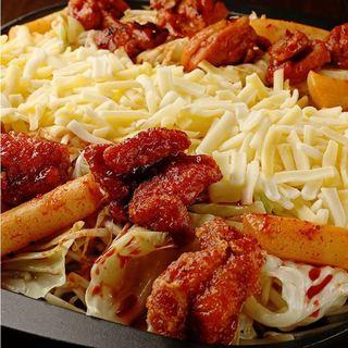 赤から松戸店限定!赤から鍋のダシを使った「チーズダッカルビ」