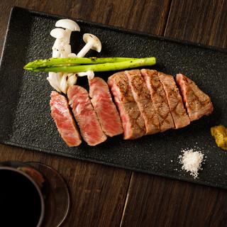 黒毛和牛を使用したこだわりのお肉料理はおすすめです♪