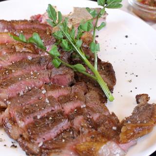 骨付きだから美味い!フィレ肉とサーロインの両方楽しめる!