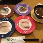 しげなが - 料理写真:本日のランチ にぎり4皿と赤だしのみ