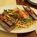 トラットリア ペコレッラ - マテ貝とポモドリーニのリングイネ