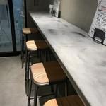 未来日本酒店 - カウンター席は壁際