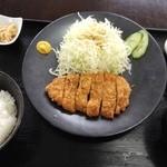 味民 - とんかつ定食(600円)