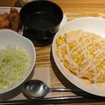 キッチン ハレヤ - チーズ明太マヨオムライス+唐揚げトッピング