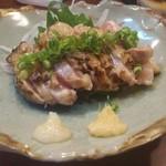 籠ノ島 - さつま赤鶏あぶり刺し ハーフ 560円(税別)
