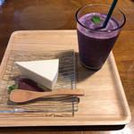 くらかふぇ糀's - 料理写真:レアチーズとブルーベリーコウジー