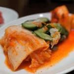 味園焼肉店 - 盛キムチ