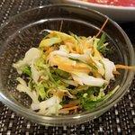 Musha Tora 赤坂 - サラダはキャベツ千切り