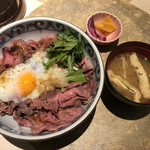 108810037 - ローストビーフ丼並盛りの味噌汁セット 1,100円