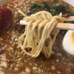 あづま屋担々麺 悠泉 - 博多の麺よりも加水率は高めで若干太め、少し縮れてる?