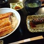 祇をん う桶や う - 鰻丼(左)と、きも焼(右)