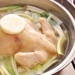 たいら - 料理写真:人気!丸鶏白湯スープ蒸し!