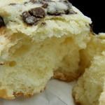 洋菓子とパンのアトリエ マミス - 「チョコチップ メロンパン」の断面ショー・・・お好きな方なら見ただけでゴクリ!?