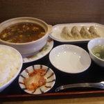 中華屋台 加匠 - 土鍋マーボぎょうざランチ ¥980 土鍋マーボと加匠特製ぎょうざのセットです。