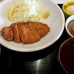 ベルサイユの豚 - 淡麗とんかつ定食:880円