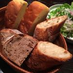 ベーカリー&レストラン 沢村 - パン3種