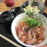 花どり - 地鶏むね肉のたたき丼 \1000