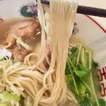 東一 - 塩出汁中華そば 麺アップ