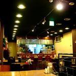 豊文堂書店 喫茶部 ラルゴ - 明るく清潔感ある店内