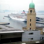 シーガル - 店内からの眺め、飛鳥IIが大桟橋に入港していました