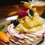 ビストロ クレスタ - ☆ゴシュア イチゴとピスタチオ さくさくメレンゲ仕立て