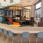 ファミリーカフェ WACOCO - カウンター席ではお子様の様子を見ながら安心してカフェを楽しめます。