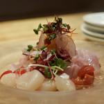 108847413 -                        愛媛の真鯛、北海道のホタテのカルパッチョ
