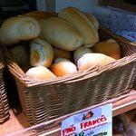 10885674 - 白くて大きいパンが48円です