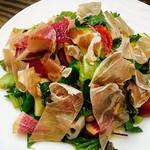 108854180 - パルマ産生ハムと季節野菜のサラダ