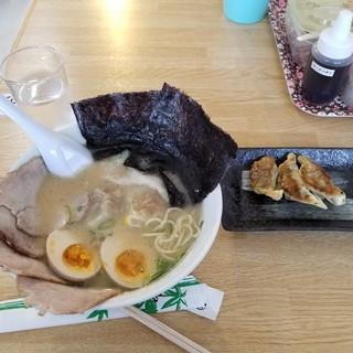 なおちゃんラーメン - 料理写真:スペシャルラーメン・餃子。