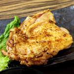 越後屋 甚内 - 焼き加減はレア、塩コショウの味付けはやや強め。わさびと柚子胡椒の役割は大きい