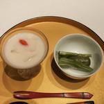 飄香 - 白こんにゃく杏仁スープ、よもぎもち