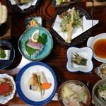 舟岐館 - 料理写真:晩ご飯の山人料理 これにハットウと裁ちそばがつきます