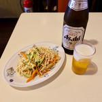 皇庭餃子房 - 瓶ビール550円、干し豆腐サラダ460円