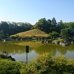 いわし舟 - 日本庭園の池~