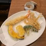 活麺富蔵 - 海老野菜天と藻塩