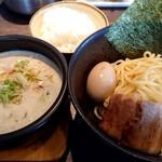 麺屋 赤橙 - 特製辛つけ麺(990円)