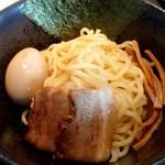 麺屋 赤橙 - 特製辛つけ麺の麺と具