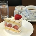 巴裡 小川軒 サロン・ド・テ - トップフォト 苺のショートケーキとドリップコーヒー