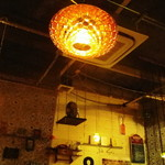 PARADISE CAFE MODERNS - 天井のライティングも凝ってますね
