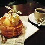 PARADISE CAFE MODERN - スウィーツトーストはデカいです!そしてトッピングが豊富ですよ!