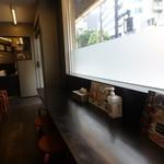 鳴門鯛焼本舗 - 店内