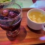 モッチモ・パスタ - ドリンクバーのコーラと本日のスープ