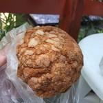 ファイブラン - メロンパンも数種類あり選んだのはプレーンの物。外カリ中フワでこれも好み!