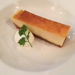 ラ・ベットラ・ペル・トゥッティ - ランチコースCのドルチェ(チーズケーキ)