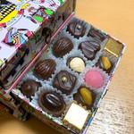 108919093 - 3段引き出し型チョコレート55.9€(≒6764円)