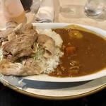 108920569 - 生姜焼きカレー(^^)                       お皿は大盛サイズ。たっぷりカレーと生姜焼きをたらふく食べたい方は、ぜひ!