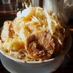 狼煙屋 - 料理写真:ニンニクヤサイ小・醤油・ヤサイマシ(700円)
